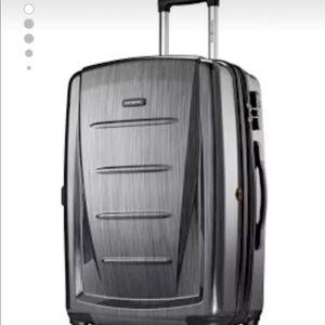 "Handbags - BRAND NEW SAMSONITE LUGGAGE SPINNER 20"""